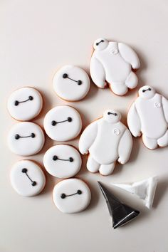 Sweeten your day.: Baymax icing cookies! ●ー●