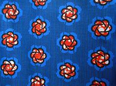 tissu wax bleu avec de belles fleurs orange type hibiscus   tissu