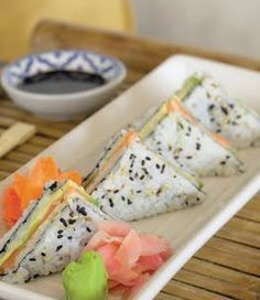 Sushi sandwich, what? Sushi Party, Snacks Für Party, Sushi Sandwich, Sushi Sushi, Sushi Rolls, Japanese Food, Japanese Candy, Japanese Desserts, Japanese Sandwich