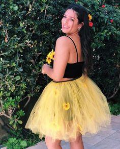 #Halloween #sunflower #costume #flowers @guy_junio Eskimo Halloween Costume, Wonder Woman Halloween Costume, Most Popular Halloween Costumes, Creative Halloween Costumes, Halloween 2020, Halloween Treats, Kiss Costume, Cloud Costume, One Night Stand Costume