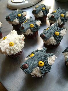 Game of thrones wolf cupcakes frosting
