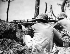 worldwar2center: 2 Marine snipers on Okinawa using M1903 Springfields. After this picture was taken, they killed a Japanese soldier 1,000 feet away and pinned down a Japanese mortar team, forcing them to retreat. Le Pacifique, Military History, Military Photos, Us Marines, Marine Corps, Iwo Jima, Okinawa, Vietnam War, Usmc