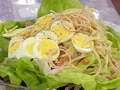Emeril's Kicked Up Chef's Salad recipe from Emeril Lagasse via Food Network Healthy Salads, Healthy Eating, Healthy Recipes, Tasty Snacks, Healthy Foods, Chef Salad Recipes, Lunch Recipes, Filling Food, Roast Dinner