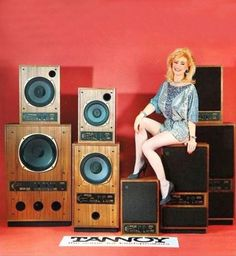Discover the wonderful world of vintage audio. 1001 Hi-Fi - The Stereo Museum is a place where you can discover a large private collection of vintage audio units. Top Speakers, Audio Speakers, Audiophile Speakers, Hifi Audio, Technics Hifi, Music Machine, Old Time Radio, Vinyl Junkies, Audio Sound