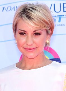 Chelsea Kane's Short, Sophisticated, Chic, Blonde Hairstyle