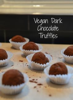 You might think Chocolate Truffels are difficult to make. Well, with this simple recipe, they definitely are not! Chocolate Peppermint Bark, White Chocolate Fudge, Dark Chocolate Truffles, Vegan Dark Chocolate, Homemade Chocolate, Chocolate Desserts, Vegan Desserts, Dessert Recipes, Vegan Truffles