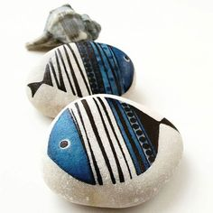 Cute little fish 🐟 🐟painted by painted cute little fish ., Sweet little fish 🐟painted by painted Sweet little fish 🐟painted by - Pebble Painting, Pebble Art, Stone Painting, Stone Crafts, Rock Crafts, Rock Painting Designs, Paint Designs, Rock And Pebbles, Beach Crafts