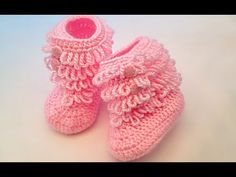 Der Neu How to Knit Baby Shoes in 1 Hour (Full HD, Audio Expression) - baby weave . Crochet Baby Sandals, Knit Baby Booties, Knitted Baby Clothes, Crochet Baby Shoes, Baby Boots, Baby Girl Shoes, Baby Knitting Patterns, Crochet Patterns, How To Make Tassels