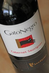 "A black cat brings bad luck they say ....   I think this ""black cat"" brings a bit of luck ...   Read all further ....  http://www.wijngekken.nl/2014/03/29/gato-negro-cabernet-sauvignon-2013-central-valley-chili/"