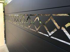 Axihome by me avec motifs découpés - Art & Portails Gate Wall Design, Grill Gate Design, House Main Gates Design, Front Gate Design, Door Design, Modern Main Gate Designs, Cnc Cutting Design, Main Entrance Door, Diy Cnc Router