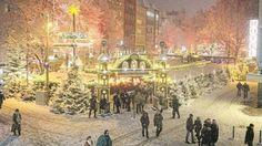 WINTEREINBRUCH  Zwischen Schneewalze und Schneewalzer  Köln am Freitagabend: Der Weihnachtsmarkt auf dem Alter Markt gleicht einem Winter-Wonderland  Foto Christian Knieps