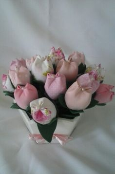 Cachepo com tulipas. Atelie Arte Dri.