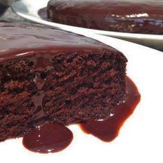 Aprenda a preparar bolo de chocolate integral sem açúcar com esta excelente e fácil receita.  Quem está seguindo uma dieta de emagrecimento ou procura uma alimentaçã...