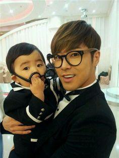 This is the most precious thing I have ever seen. Soooooooooo cute!!!! Yunho is so gorgeous