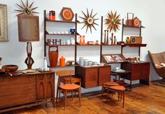 Mid century modern wall unit - Have a nice and organized space to store your books, entertainment equipment, decorative glass, accessories and souvenirs Mid Century Modern Decor, Mid Century Modern Furniture, Mid Century Design, Danish Modern, Mid-century Modern, Modern Room, Mid Century Wall Unit, Mid Century House, Living Tv