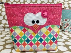 cute little OWL bag Fabric Purses, Fabric Bags, Patchwork Bags, Quilted Bag, Bag Patterns To Sew, Owl Patterns, Sewing Crafts, Sewing Projects, Owl Clothes