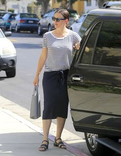 Pin for Later: Jennifer Garner Looks Lovely While Strolling Into Church With Her Children
