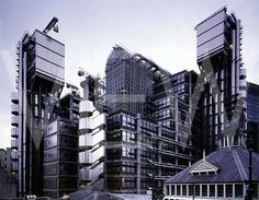 Richard Rogers - Lloyds of London building Residential Architecture, Architecture Design, Richard Rogers, Lloyd's Of London, Renzo Piano, Interesting Buildings, Future City, Modern Buildings, United Kingdom