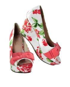 Our floral peep toe wedges are a great way to brighten up any outfit. Pair with a clashing floral for the ultimate #inmygarden fashionista style!
