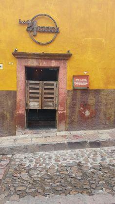 Puerta, cantina