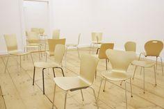 Heimo Zobernig – Galerie Nagel Draxler – Art Land Art, Art Ideas, Dining Chairs, Artist, Furniture, Home Decor, Dining Chair, Interior Design, Home Interior Design