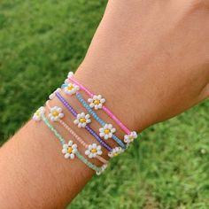 Cute Jewelry, Diy Jewelry, Handmade Jewelry, Jewelry Ideas, Jewlery, Cute Bracelets, Seed Bead Bracelets, Diy Friendship Bracelets With Beads, Beaded Bracelets Tutorial