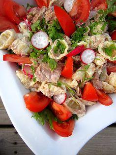 Kääpiölinnan köökissä: Servin pasta & salad and she's still lookin fine! Caprese Salad, Pasta Salad, Kinds Of Salad, Salads, Green, Food, Crab Pasta Salad, Essen, Meals
