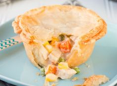 Succulent chunks of turkey and a medley of colorful vegetables in a creamy white sauce, all wrapped up in a flaky pastry crust, make these individual turkey pot pies a perfect comfort food. Top Recipes, Turkey Recipes, Cooking Recipes, Chicken Recipes, Chef Recipes, Recipies, Yummy Recipes, Bulk Cooking, Dinner Recipes