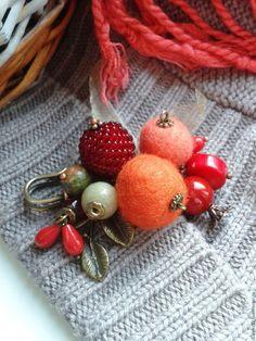 """Купить Брошь-булавка """"Ягодки для птички"""" - ярко-красный, оранжевое настроение, красная брошь"""