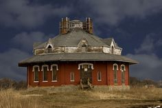 Really cool abandoned octagonal home ~ House of the Seven Gables | Circleville, Ohio