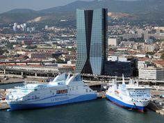 This beautiful city gets hundreds of thousands of tourists each year via cruise ships.