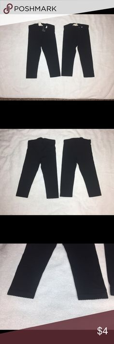 Lot of 2 - Girls H&M Capri Leggings like new! 2 pairs of black H&M Capri leggings in like new condition. Washed but never worn, my daughter didn't like the fit. 95% cotton 5% elastane. Size is 4-5Y. H&M Bottoms Leggings