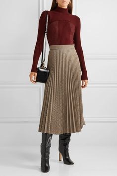 Instead of greeting weekdays with those shirts or shoes you wear exactly yesterday, go to work with gorgeous autumn work outfits that you can find here. Winter Skirt Outfit, Skirt Outfits, Dress Skirt, Fall Outfits, Pleated Skirt, Professional Outfits, Cute Skirts, Elegant Woman, Collar Styles