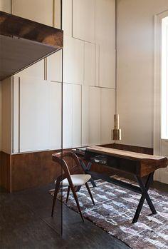 Le bureau d'un appartement milanais aménagé par Vincenzo De Cotiis © Julian Hargreaves