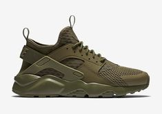 The Nike Air Huarache Ultra returns in a monochromatic Military Green for Spring 2016. The new-aged Huarache model even features hidden 3M branding. Nike Running, Running Shoes, Nike Shoes, Sneakers Nike, Nike Air Huarache Ultra, Nike Huarache, Jordans, Olive Green Sneakers, Olive Green Outfit
