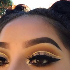 """Outside lighting is the best, I created this yellow/brown eye look today ! Who isn't obsessed with yellow right ♀️ ❥Eyebrows: @Anastasiabeverlyhills Brow Wiz And Brow Powder Duo In """" Ebony """" ❥Eyes:@Morphebrushes 35b palette & @Doseofcolors Baked Browns ❥Eyelashes: @acebeaute """"lolo pm"""" ❥Highlighter: @Anastasiabeverlyhills """"So Hollywood """" ❥Foundation: @makeupforeverofficial """"Foundation stick"""" Glitter: @rxycosmetics"""