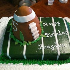 Football birthday ! Maybe our bug cake :)