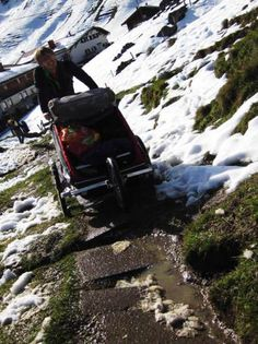 Chariot in den Bergen Sport 2, Buggy, Kids Sports, Winter Sports, Bergen, Families, Travel, Pram Sets, Viajes