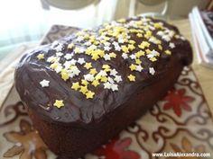 Bolo de Chocolate com Cobertura de Chocolate e Estrelas