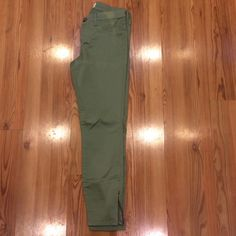 """RSQ green Miami ankle zip skinny jeans 9 These have been sitting in my closet. Never worn just try on. There is a light """"sun spot"""" on top front side. Zipper on both ankles. Rsq Jeans Ankle & Cropped"""