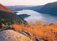 Three Romantic Day Hikes Near NYC | Ken Lockwood Gorge | Schunemunk | Sugarloaf Mt. and Breakneck Ridge Trail | Off Metro