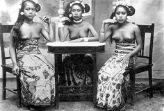 bali old photos Bali Girls, N Girls, Old Photos, Vintage Photos, Indonesian Art, Traditional Fashion, Photography Women, Balinese, Borneo