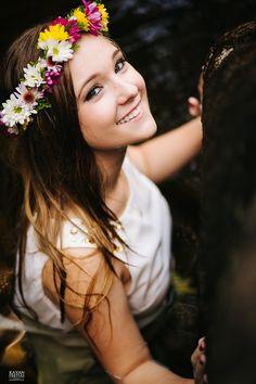 Vamos continuar essa semana postando lindas fotos? Chegou a hora de publicar como foi maravilhosa a nossa tarde de fotos para realizar a Sessão Pré 15 anos Book 15 Anos, Maria Clara, Foto Casual, Poses For Pictures, Photos Tumblr, Foto Pose, Gisele, Flower Crown, Bff