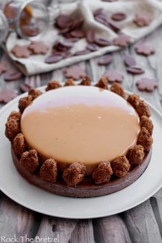 [On aime] Tarte au chocolat et caramel (une explosion en bouche) - Rock the bretzel Frosting Recipes, Cake Recipes, Dessert Recipes, Caramel A Sec, French Patisserie, Pastry Art, Pastry Recipes, Sweet And Salty, No Cook Meals