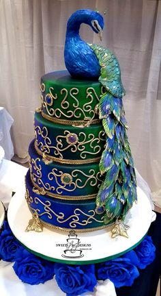 Multi-colored peacock wedding cake Beautiful Wedding Cakes, Gorgeous Cakes, Pretty Cakes, Cute Cakes, Amazing Cakes, Crazy Cakes, Fancy Cakes, Peacock Cake, Peacock Wedding Cake