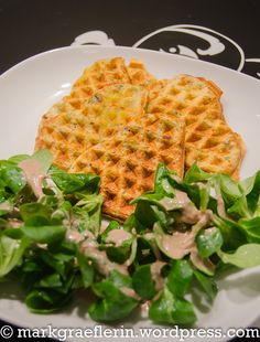 Crispy potato and bacon waffles with lamb's lettuce - a way of life in the Markgräflerland Bacon Waffles, Potato Waffles, Waffel Vegan, Crispy Potatoes, Coconut Rice, Lettuce, Tofu, Lamb, Bread