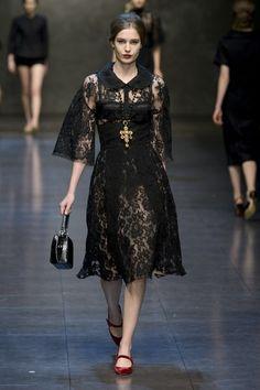 Dolce & Gabbana Fall-winter - Ready-to-Wear Runway Fashion, Boho Fashion, Fashion Models, High Fashion, Fashion Show, Womens Fashion, Net Fashion, Black Dress Outfits, Chic Outfits