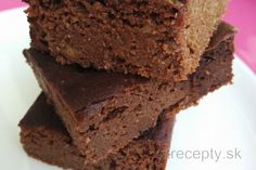 If you are looking for an avocado recipe and you are in the mood for something sweet, try this healthy avocado-chocolate cake. I love the combination of avocado and cocoa in bot. Chocolate Flavors, Chocolate Cake, Desserts Crus, My Diet Plan, Bolo Fit, Avocado Cake, Chicken Stroganoff, Avocado Recipes, Melted Cheese