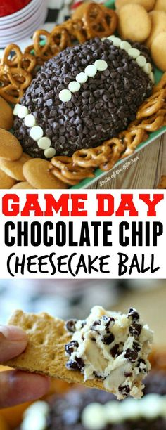 This Chocolate Chip Cheesecake Ball is the perfect appetizer for game day snacki. This Chocolate Chip Cheesecake Ball is the perfect appetizer for game day snacking! Go on and wow your guests at your next football party with this easy, yummy treat! Brownie Desserts, Chocolate Chip Cheesecake, Köstliche Desserts, Dessert Recipes, Superbowl Desserts, Chocolate Chips, Tailgate Desserts, Chocolate Snacks, Chocolate Party