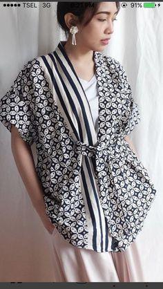 Batik Kebaya, Batik Dress, Blouse Batik Modern, Casual Mode, Diy Clothes, Clothes For Women, Batik Fashion, Asian Fashion, Blouse Designs